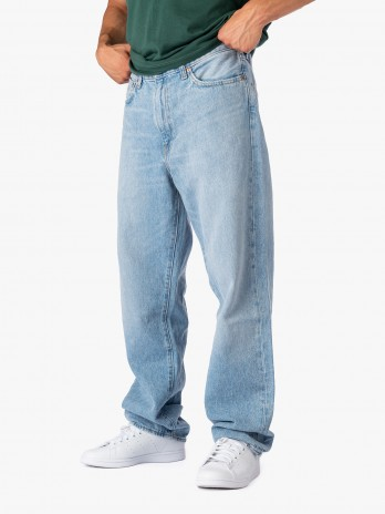 Levis Stay Loose